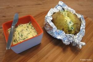 Gepofte aardappel met kruidenboter